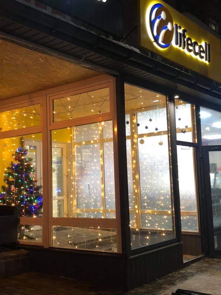 У Конотопі розтрощили новорічну інсталяцію біля одного з магазинів , фото-2