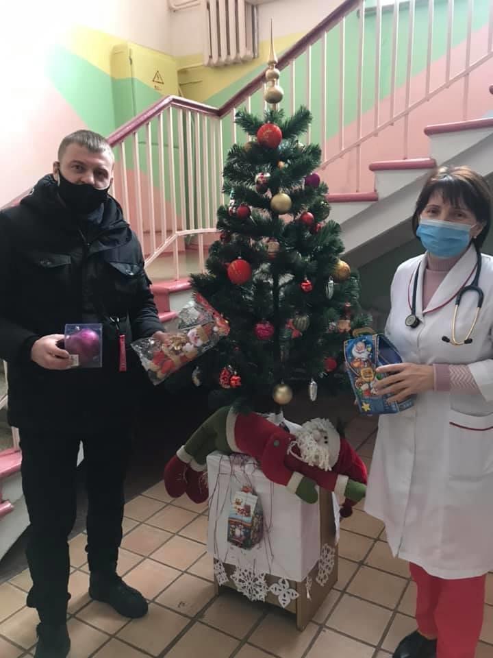 Конотопські свободівці передали хворим дітям солодкі подарунки, фото-1