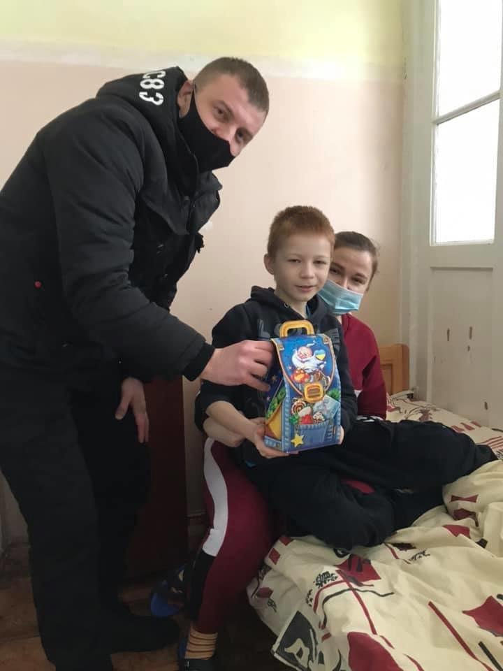 Конотопські свободівці передали хворим дітям солодкі подарунки, фото-3