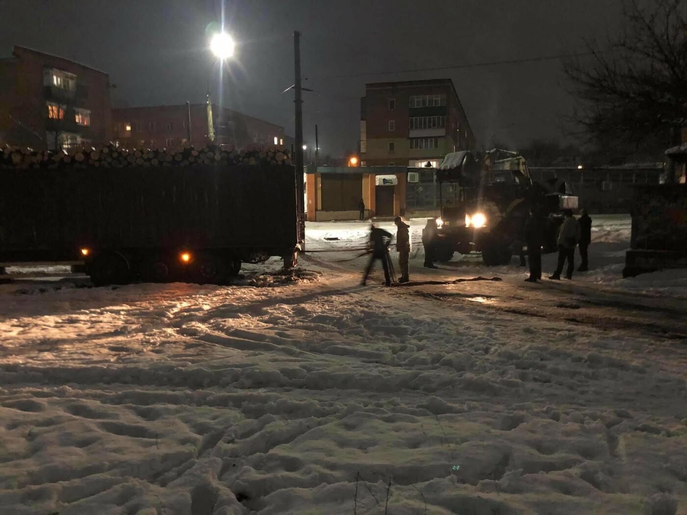 Вчора на Успенсько-Троїцькій застрягла фура і перекрила рух трамваїв, фото-1
