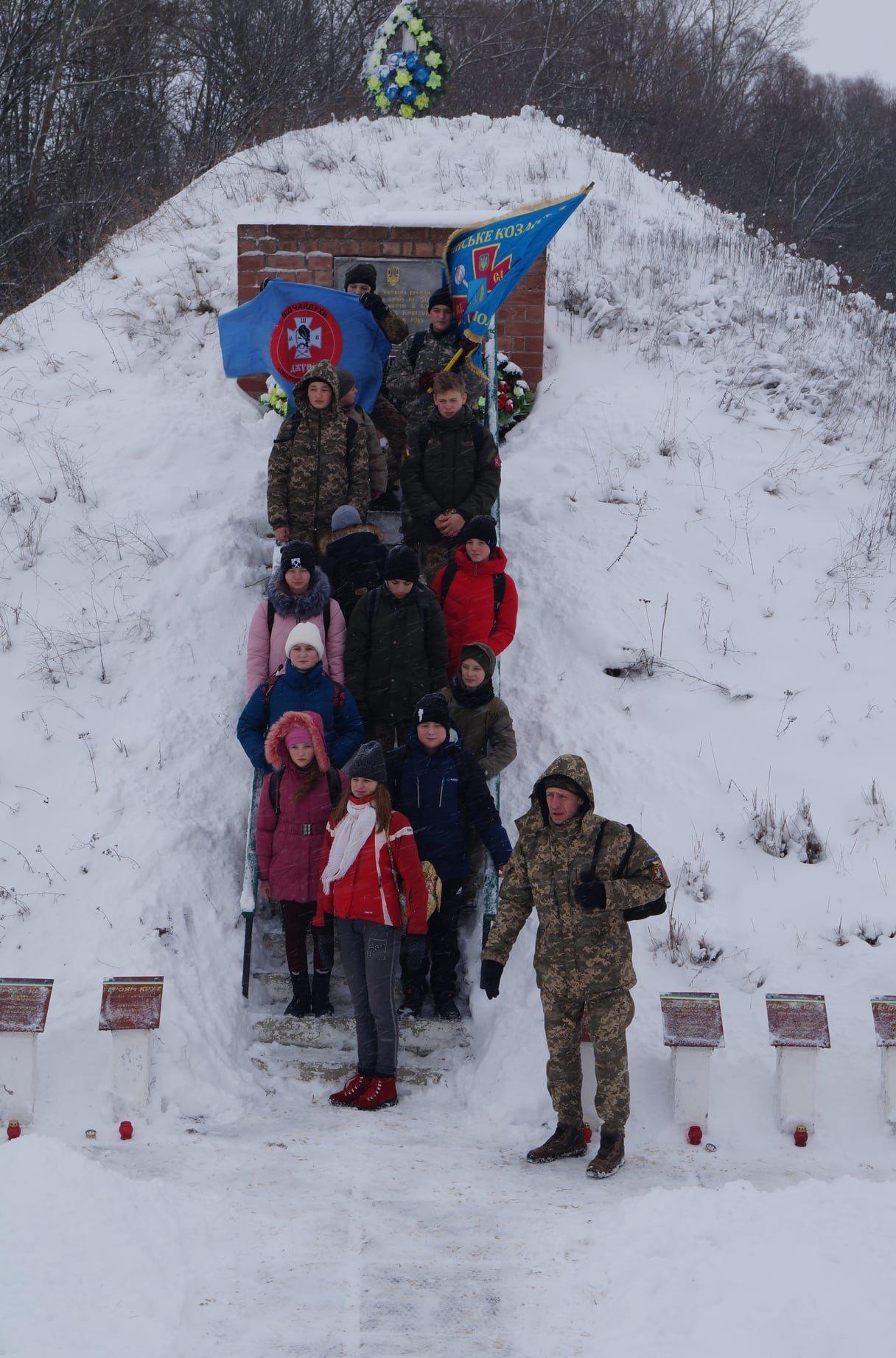 Конотопські пластуни відвідали меморіал героям Крут, фото-3