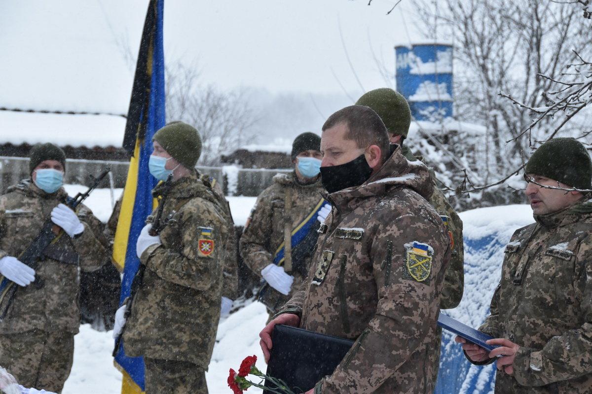 На Сумщині попрощалися з військовослужбовцем 58 ОМПБр ім. гетьмана І. Виговського , фото-11