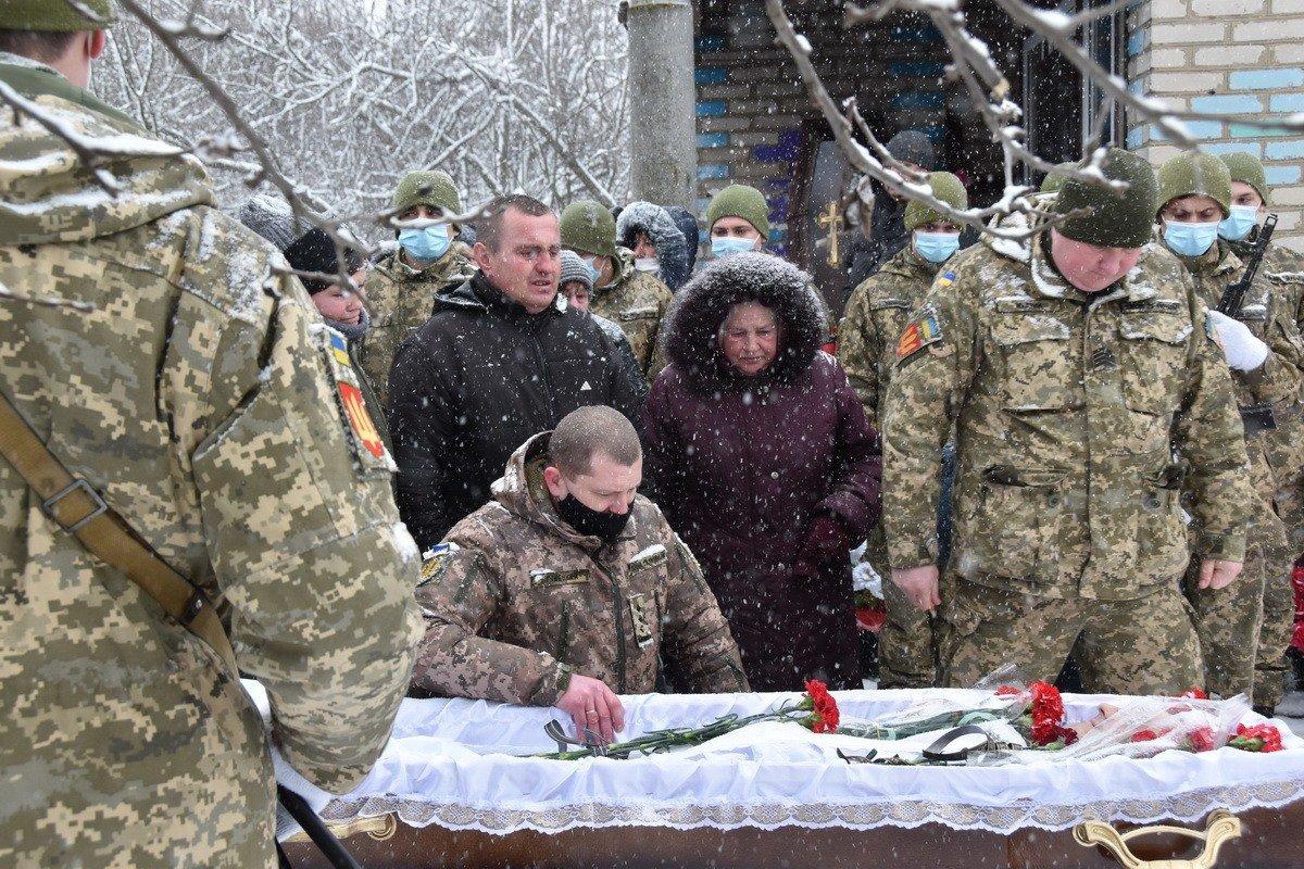 На Сумщині попрощалися з військовослужбовцем 58 ОМПБр ім. гетьмана І. Виговського , фото-13