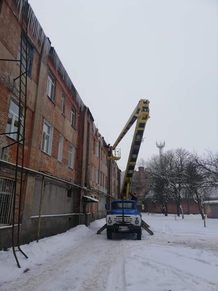 Конотопські комунальники борються з бурульками+ФОТО, фото-3